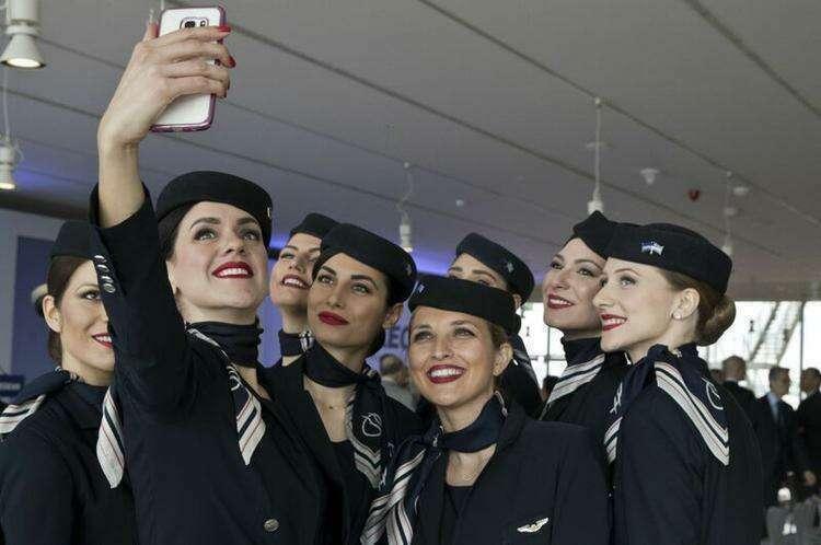 Стюардессы греческой авиакомпании Aegean Airlines