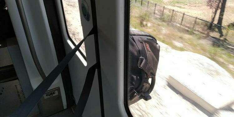 """12. """"Я запрыгнул в поезд в последнюю минуту, а моя сумка осталась снаружи"""""""