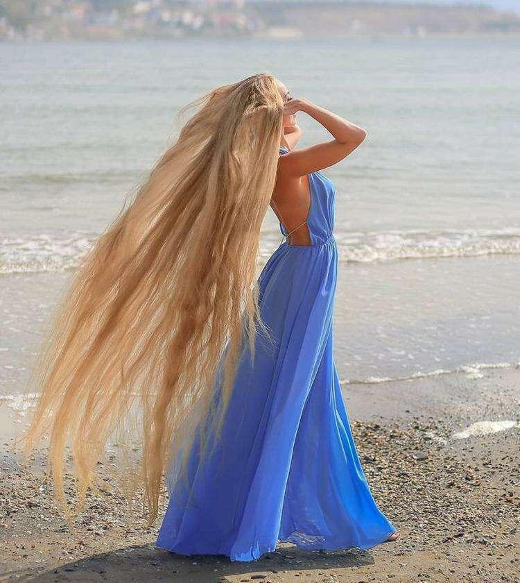 Девушка не стригла волосы 29 лет и вот как она выглядит сейчас