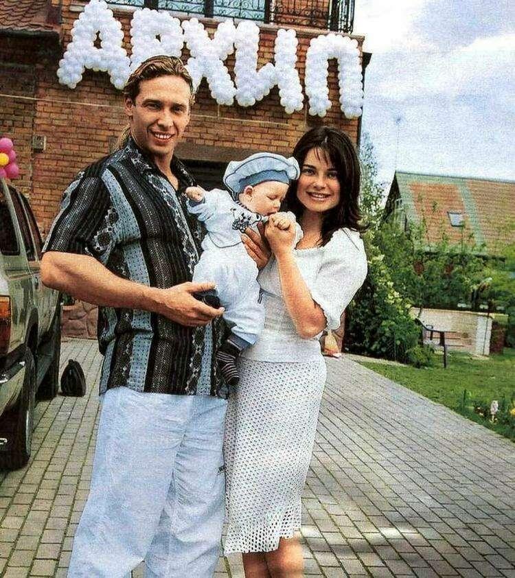 Как выглядит сын Наташи Королевой и Тарзана спустя годы