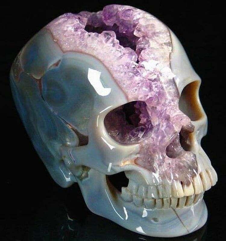 Это огромный череп - не что иное как кристалл 😍