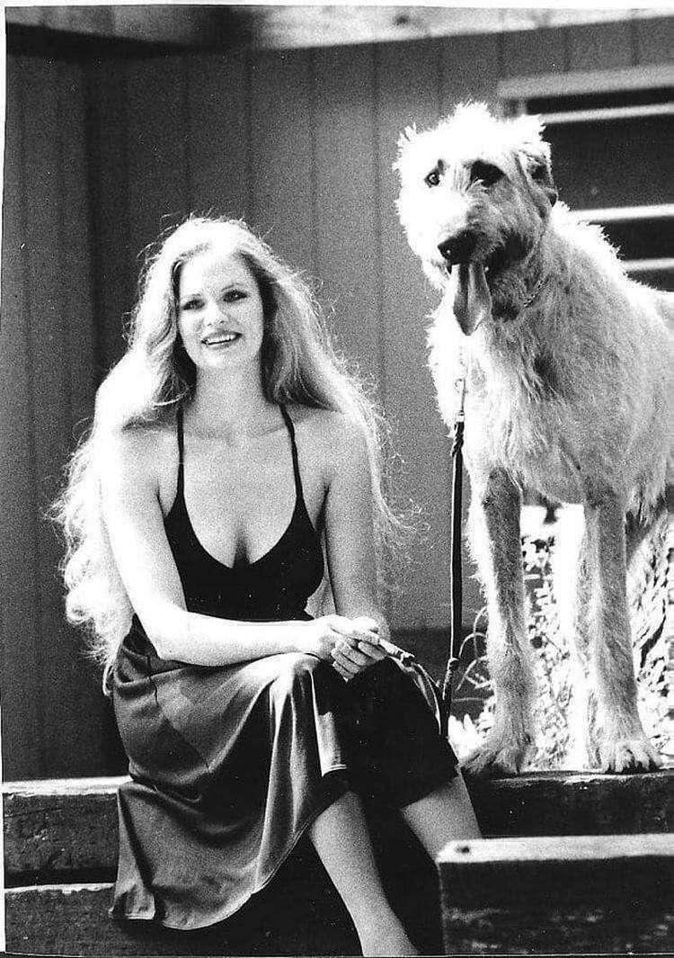 """""""Моя бабушка и ее ирландский волкодав в 1974 году""""."""