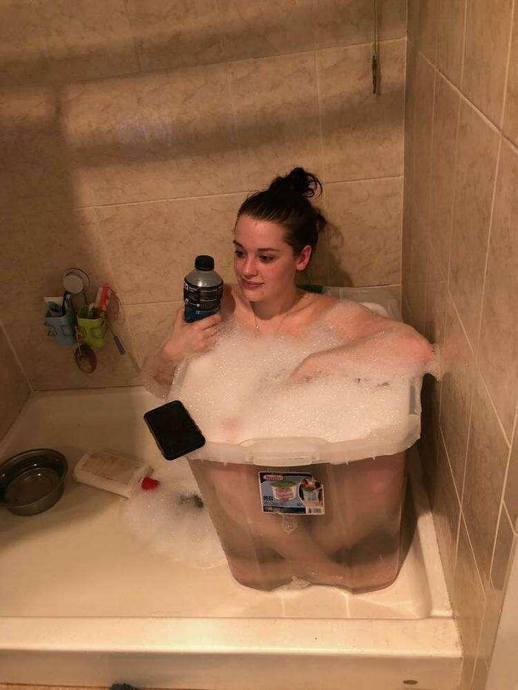 Когда ты счастливая обладательница душевой кабины, но хочется ванны, пены и вот этого всего