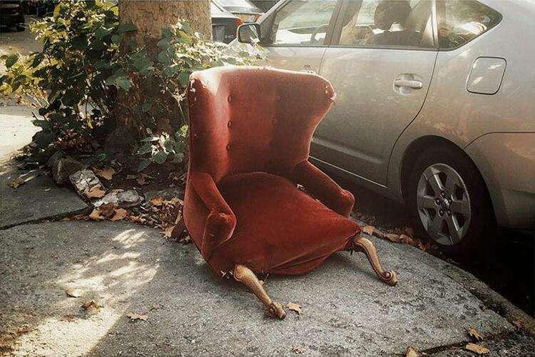 10. У этого кресла явно непростая жизнь