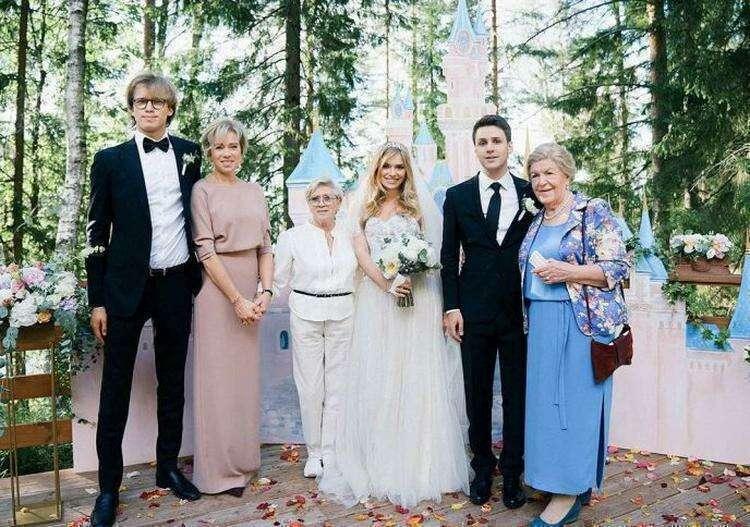 Как выглядит единственный внук Алисы Фрейндлих, который пошёл по стопам знаменитого деда