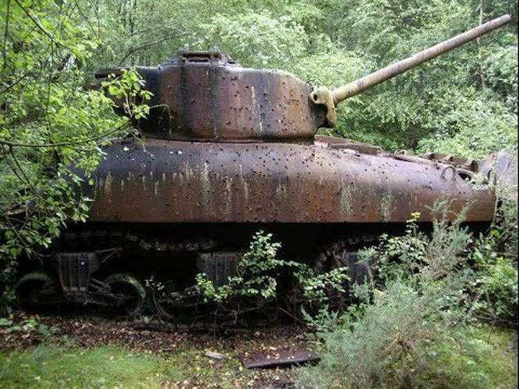 2. Заброшенный танк времен войны
