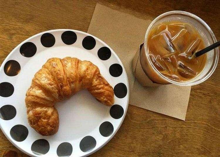 Франция стала первой страной, запретившей пластиковые чашки, тарелки и столовые приборы