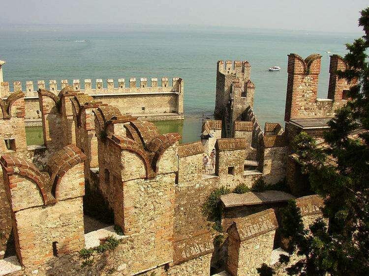 замок Скалигеров в городке Сирмионе