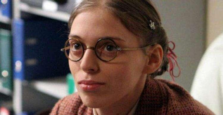 Угадайте актрису: девочка в красной кофточке выросла и стала знаменитой