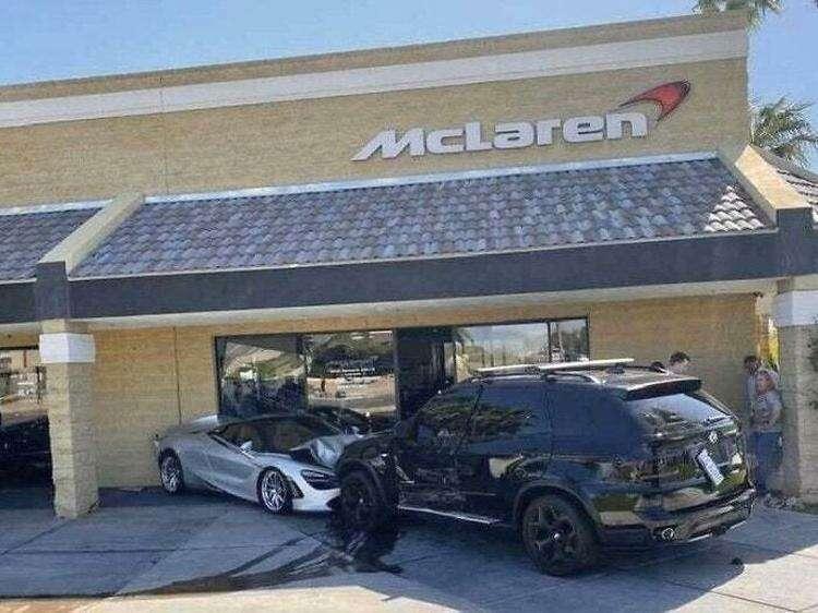 Почему из всех целей потерявший управление водитель внедорожника выбрал дилерский центр McLaren?