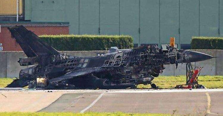 Техник случайно активировал вулканическую пушку - и уничтожил стоявший на пути истребитель F-16