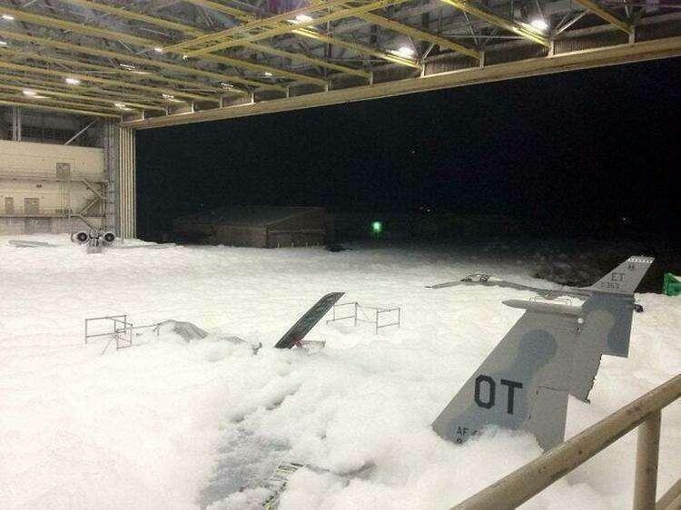 Случайное срабатывание противопожарной системы на авиабазе