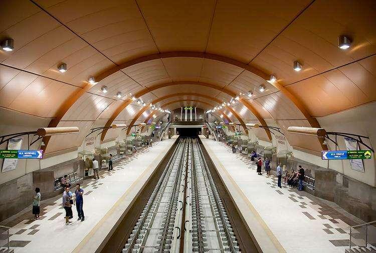Станция метро Сердика