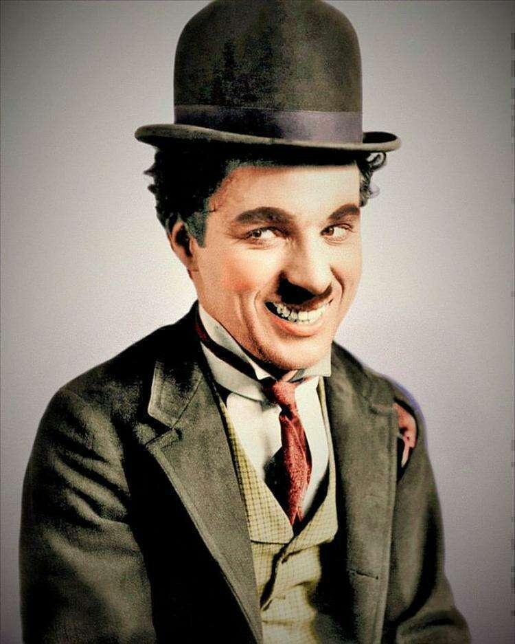 """""""Вьющиеся волосы как у деда"""". Внук Чарли Чаплина вырос его копией"""
