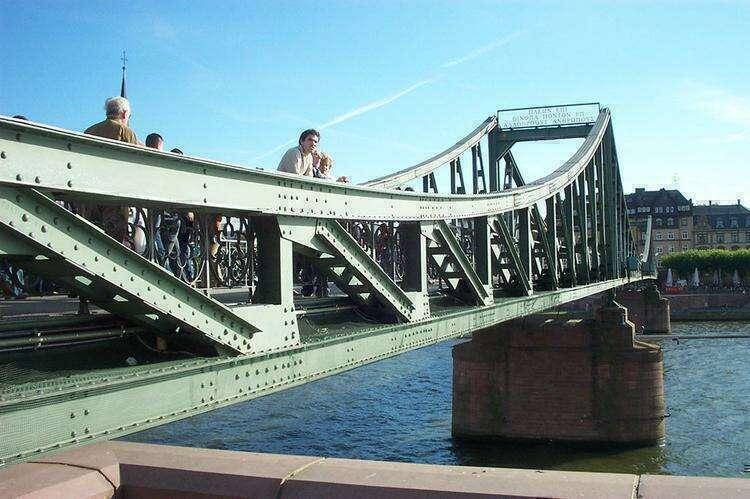 Железный Мост во Франкфурте