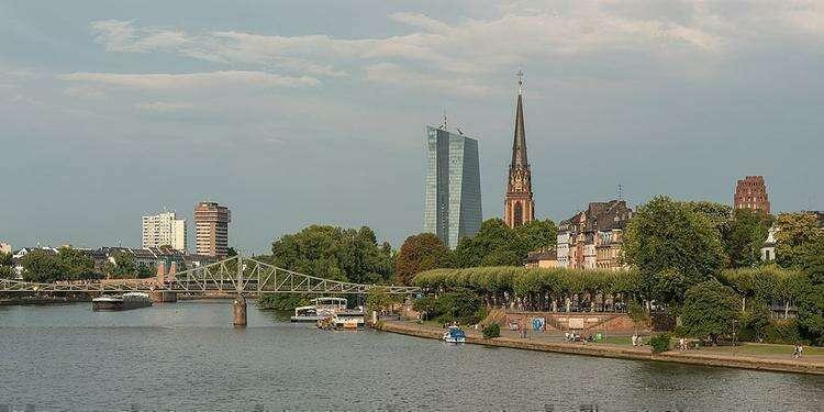 Музейная набережная во Франкфурте