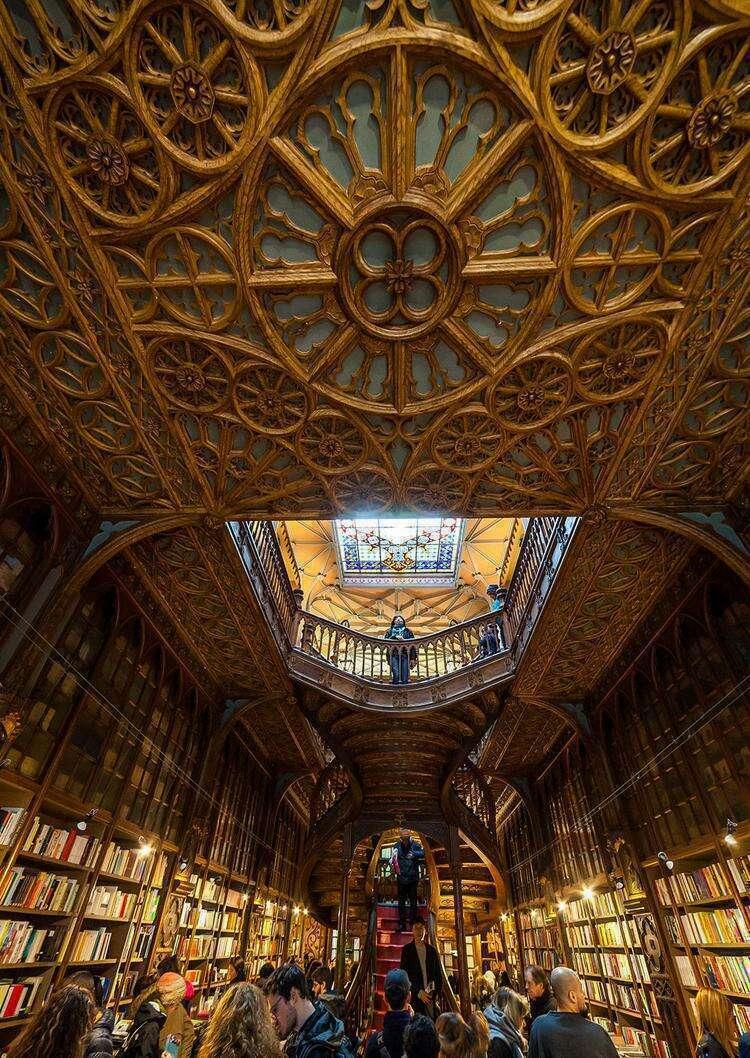 Книжный магазин Лелло