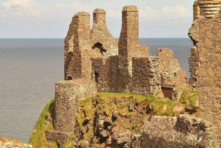 замок Данлюс в Северной Ирландии