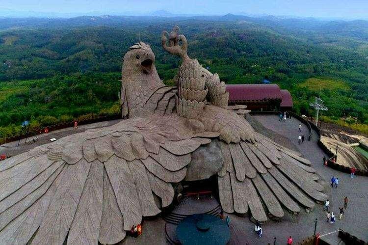 Орёл от Ражива Анчала, Керала. Самая большая скульптура птицы в мире.