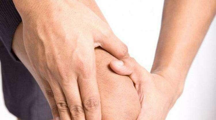 Работаем ноги Не пренебрегайте упражнениями на нижнюю часть тела в спортзале Жим ногами в тренажере и сгибание ног позволяют тренировать четырехглавые и бедренные мышцы не влияя негативно на колени Постоянные тренировки создадут своеобразный мышечный корсетподдержку который будет снижать повседневную нагрузку на суставы