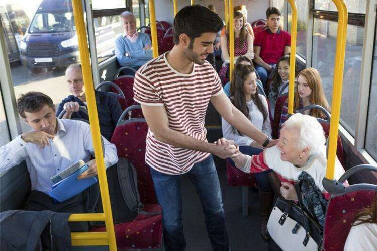 Почему у европейцев нет привычки уступать место в общественном транспорте