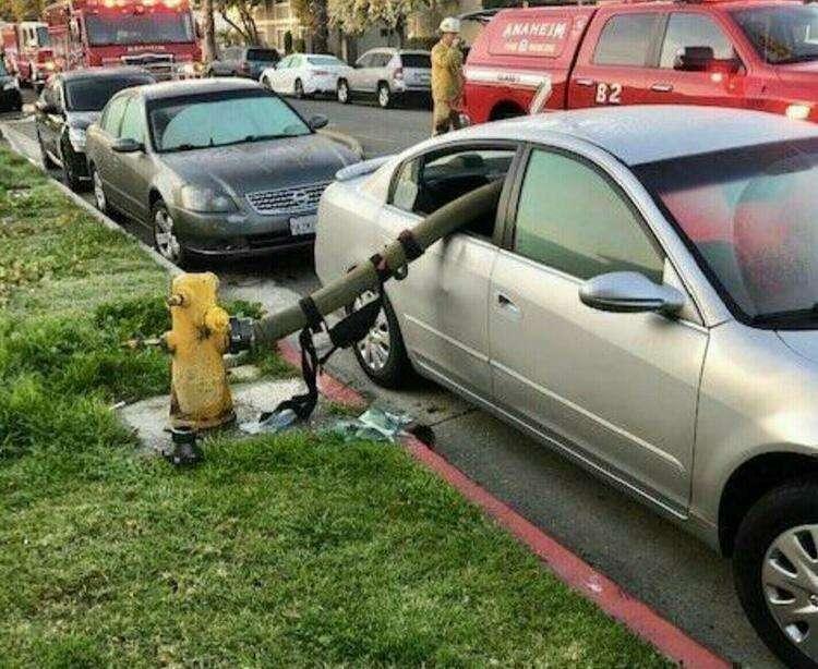 1. Вот почему не стоит парковаться у пожарного гидранта