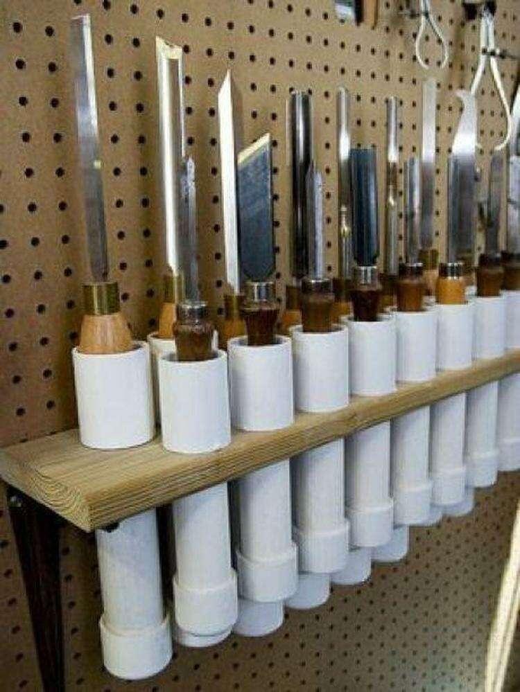 Пластиковые трубы - прекрасный выход, если нужно отдельное место для каждого из инструментов
