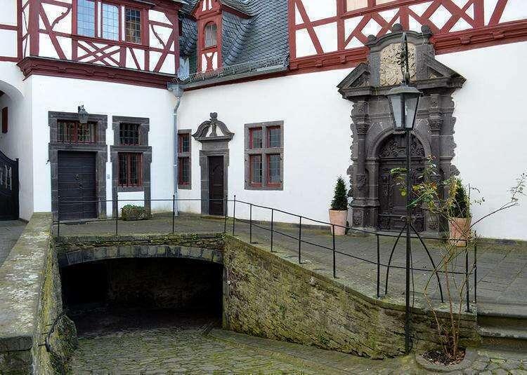 замок Бюрресхайм